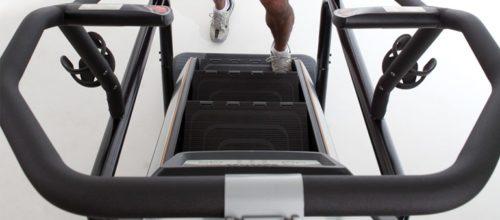 Allenarsi salendo e scendendo le scale con Climbmill Matrix